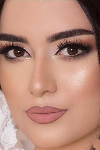 آرایش مناسب رنگ چشم مشکی با پوست روشن
