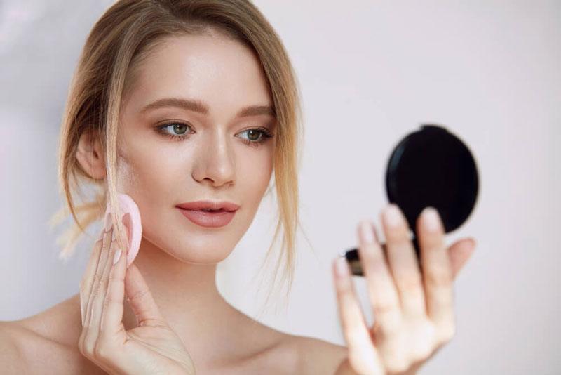 تثبیت بخشیدن به آرایش با پنکک